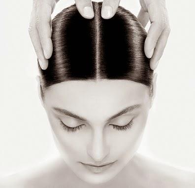 Al tacto dolor del cabelludo cuero